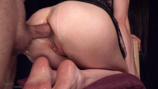 Ispolivana spermom posle analnog seksa